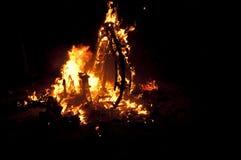 Valencia Fallas, figuras enormes ardiendo. Foto de archivo