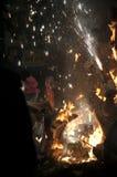 Valencia Fallas, figuras enormes ardiendo. Imagen de archivo libre de regalías