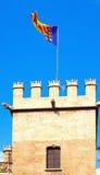 Valencia flagga överst av Lonja de la Seda. Valencia Arkivbild