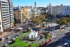 Valencia-Hauptplatz Schattenbild des kauernden Geschäftsmannes spanien Stockbilder