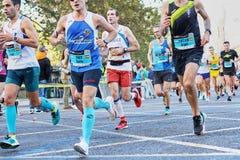VALENCIA, SPAGNA - 2 DICEMBRE: I corridori fanno concorrenza nel XXXVIII Valencia Marathon il 18 dicembre 2018 a Valencia, Spagna fotografia stock