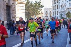 VALENCIA, SPANIEN - 2. DEZEMBER: Läufer konkurrieren in dem XXXVIII Valencia Marathon am 18. Dezember 2018 in Valencia, Spanien lizenzfreie stockfotografie