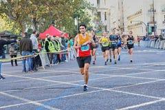 VALENCIA, SPANIEN - 2. DEZEMBER: Läufer konkurrieren in dem XXXVIII Valencia Marathon am 18. Dezember 2018 in Valencia, Spanien stockfotos