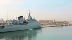 Valencia, Spanien, 2018-09-12: Eine spanische Marine im Mittelmeer Das große Brasilien-Schiff ist im Hafen von Velencia stock video footage