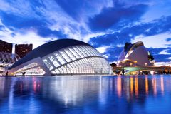 Valencia Spanien, Europa - Hemisferic futuristisk byggnadspanoramautsikt i staden av konster och vetenskaper arkivfoto