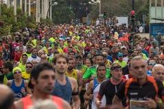 VALENCIA SPANIEN - NOVEMBER 20, 2016: Flera löpare som kör maratonpanoramautsikten av truppen Royaltyfria Bilder