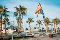 VALENCIA, SPANJE - FEBRUARI 3, 2016: Een weg aan het strand van Valencia, pa Royalty-vrije Stock Foto's