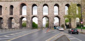 Valens akvedukt en romersk akvedukt som var det viktiga vattnet som ger systemet av den östliga romerska huvudstaden av Constanti Royaltyfri Fotografi