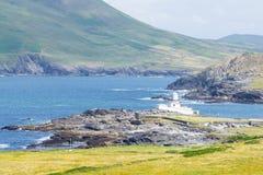 Valentia latarnia morska przy Cromwell punktem na pierścionku Kerry na Valentia wyspie w Irlandia zdjęcie royalty free