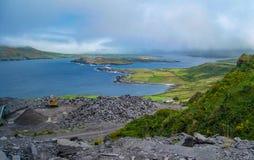 Valentia Lighthouse und Iveragh-Halbinsel, Valentia Island, wilde atlantische Weise stockfoto