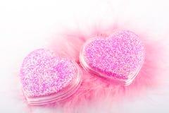 Valentijnskaart? s roze harten stock afbeelding