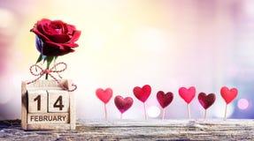 Valentijnskaartendag - de Kalenderdatum met nam toe Royalty-vrije Stock Afbeeldingen