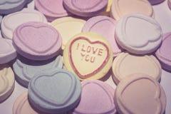 Valentijnskaartendag, romantische valentijnskaart, houd ik van u, Romaans, liefde, snoepjes, suikergoed, huwelijk, paar, macro, o stock afbeeldingen