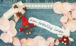 Valentim, cartão com coração do café de matéria têxtil, par no lo Imagens de Stock