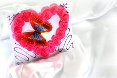 Valentim caseiro em um fundo de seda branco Imagens de Stock
