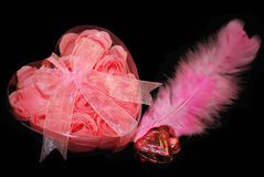 Valentim cor-de-rosa no preto. imagens de stock royalty free