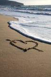 Valentim \ 'coração do dia de s com cruz na praia Fotografia de Stock Royalty Free