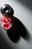 Valentim, coração e sombra no fundo branco fotografia de stock royalty free
