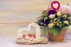 Valentim do St atual com flores e grinaldas Imagens de Stock Royalty Free