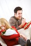 Valentim: Equipe os doces da menina Sneaking quando não está olhando Foto de Stock