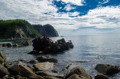 Valentin海湾所有它的荣耀的 岩石、海和沙子 一种美妙的心情和一热的天 图库摄影