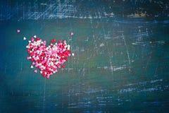Valentin bakgrund för dagtappning med mångfärgade hjärtor Spa Arkivbild