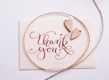 Valentin card med trähjärta, och text tackar dig Royaltyfria Foton