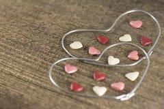 Valentin dag - abstrakt sikt av de två hjärtorna av metalltråd Royaltyfria Foton