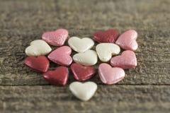Valentin dag - abstrakt sikt av kulöra hjärtor Arkivbilder