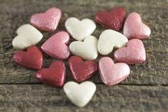 Valentin dag - abstrakt sikt av kulöra hjärtor Arkivbild