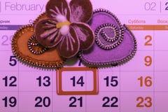 Valentin dag, handgjorda produkter från filt arkivfoton