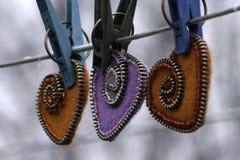 Valentin dag, handgjorda produkter från filt royaltyfria foton