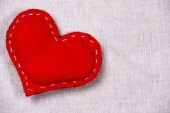 Valentin dag - hjärta på ett tyg Fotografering för Bildbyråer