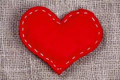 Valentin dag - hjärta på ett tyg royaltyfri bild
