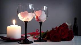 Valentin daghjärta, rosor och stearinljus arkivfilmer