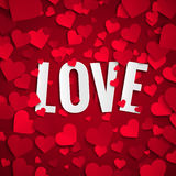 Valentin dagillustration, förälskelsetext på bakgrund med röda pappers- hjärtor royaltyfri illustrationer
