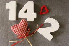 Valentin datum av vita wood bokstäver Royaltyfri Fotografi