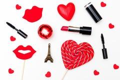 valentin för form för korthjärtaförälskelse Smink med röd läppstift för St-valentin` s Da Royaltyfri Bild
