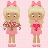 Valentin flickor för dag två med buketten av blommor och hjärta Fotografering för Bildbyråer