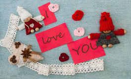 Valentin hälsningkort med röd quilling hjärta och stickac Arkivbilder