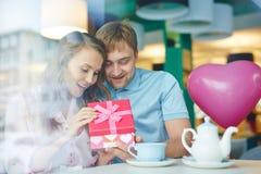 Valentin i kafé Arkivfoton