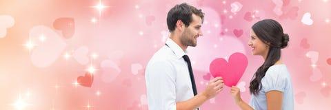 Valentin kopplar ihop hållande hjärta med förälskelsehjärtabakgrund Arkivbild