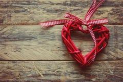 Valentin röd flätad hjärta för dag Royaltyfria Bilder