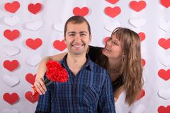 Valentindag Smiley Couple royaltyfri fotografi