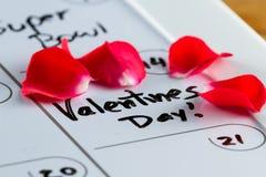 Valentindag som markeras på en kalender Arkivfoto
