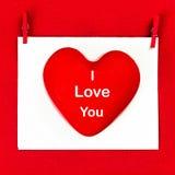 Valentindagbakgrund med hälsningtext ÄLSKAR JAG DIG. Rött honom Fotografering för Bildbyråer