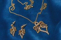 Valentindagdiamant, necklase, earingsgåva royaltyfria foton