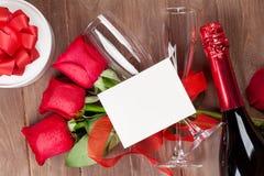 Valentindagkort, champagne och rosor Royaltyfri Foto