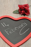 Valentine& x27 ημέρα του s Ένας μαύρος πίνακας μορφής καρδιών με στις 14 Φεβρουαρίου Στοκ εικόνες με δικαίωμα ελεύθερης χρήσης