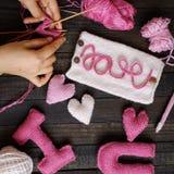 Valentine-achtergrond, hart, Valentijnskaartendag, met de hand gemaakte gift, Royalty-vrije Stock Afbeelding